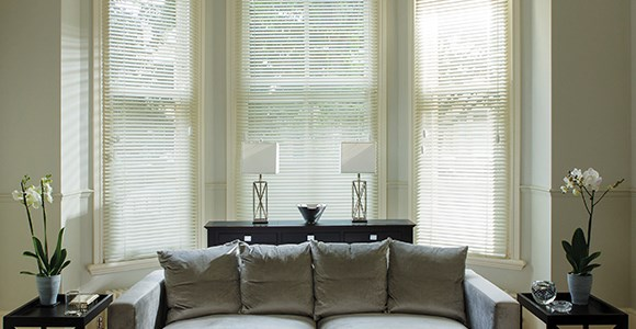 Real wood venetian blinds, made to measure in 10 slat colours with or without decorative tapes.